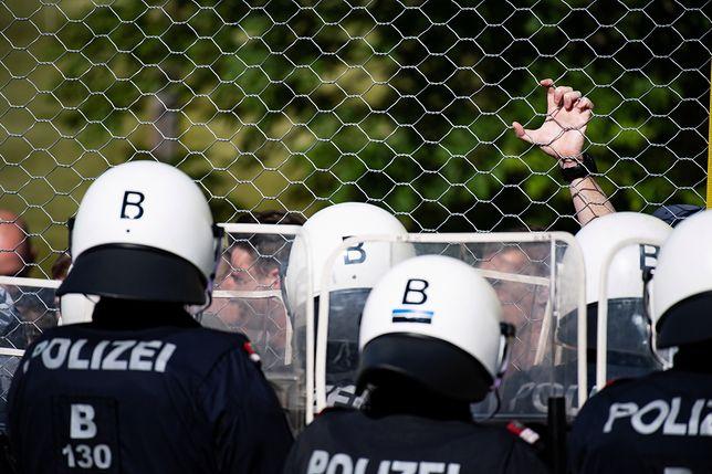 Austria: Policjanci i żołnierze ćwiczą odpieranie uchodźców