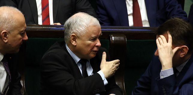 """Jarosław Kaczyński wycina z PiS starych druhów. """"Gra idzie na ostro"""""""