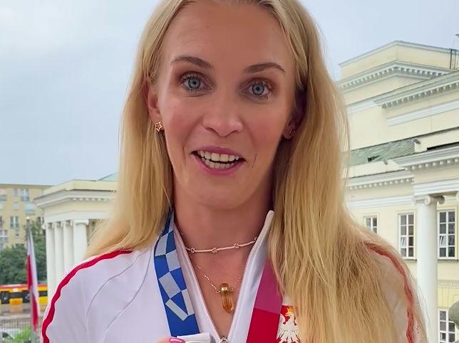 Warszawa. Srebrna medalistka z Tokio, wioślarka Agnieszka Kobus-Zawojska, podziękowała warszawiakom za gratulacje, wsparcie i pozytywną energię. A medal, jak powiedziała, ofiarowuje ukochanemu miastu