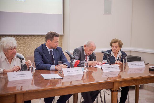 Warszawa. Podpisanie apelu do mieszkańców i gości stolicy
