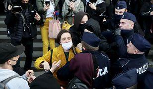 Warszawa. Burzliwy protest przed Sądem Okręgowym. Interweniowała policja