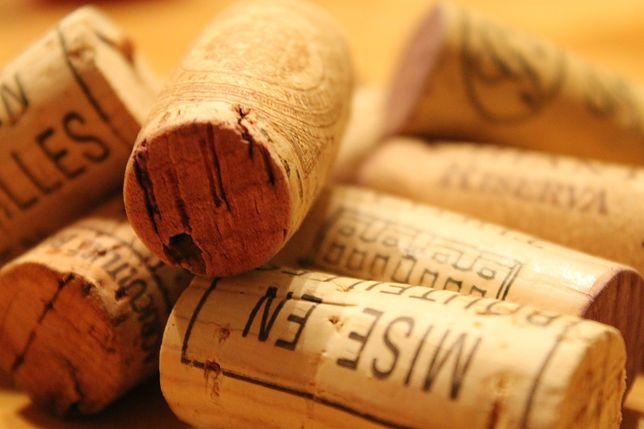 Korki od wina jak nakrętki. Auchan organizuje zbiórkę na cele społeczne