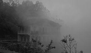 Kolumbia - pogrążony w mroku hotel nad wodospadem Tequendama