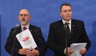 Dni prezesa Polskiej Fundacji Narodowej Cezarego Jurkiewicza oraz wiceszefa zarządu Macieja Świrskiego wydają się być policzone