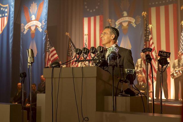 """John Turturro w """"Spisku przeciwko Ameryce"""""""