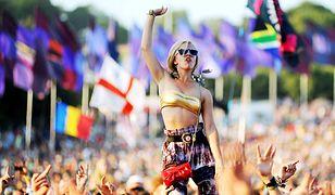 Glastonbury Festival przyciągał tysiące osób z całego świata.