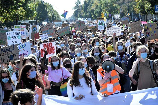 Warszawa. Uczestnicy marszu na ulicach stolicy