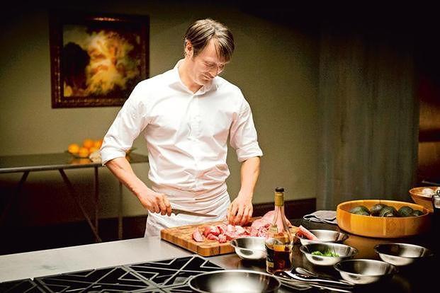 """Prawdziwy mężczyzna je mięso. """"Men's Health"""" mówi, jak (nie) jest"""
