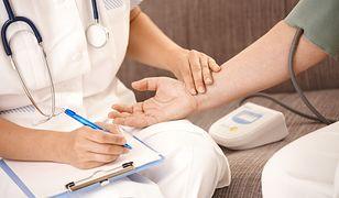 Złościmy się, że lekarze poświęcają nam kilka minut, podczas gdy sami pracują po kilkanaście godzin na dobę