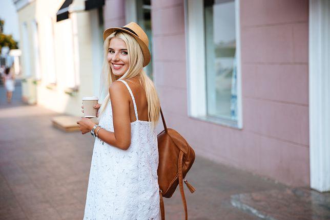 Białe sukienki na ostatnie dni lata. Wybierz ulubiony fason