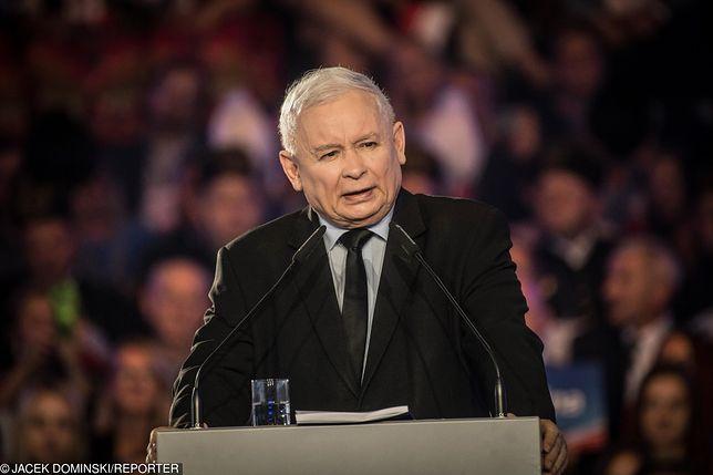 """Jarosław Kaczyński tłumaczy się z ostatniej wypowiedzi. Chodzi o """"tradycyjny model rodziny"""""""