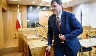Przewodniczącym składu, który rozpatrywał sprawę, był wiceprezes TK Mariusz Muszyński