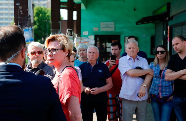 Rodziny i koledzy górników czekają na wieści