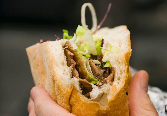 Czym się różni polski kebab od tureckiego kebapu?
