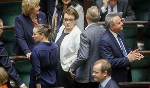 Minister edukacji Anna Zalewska zachowała stanowisko. Na razie.