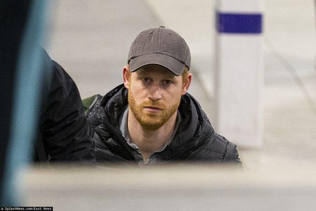 Harry na lotnisku w Szkocji