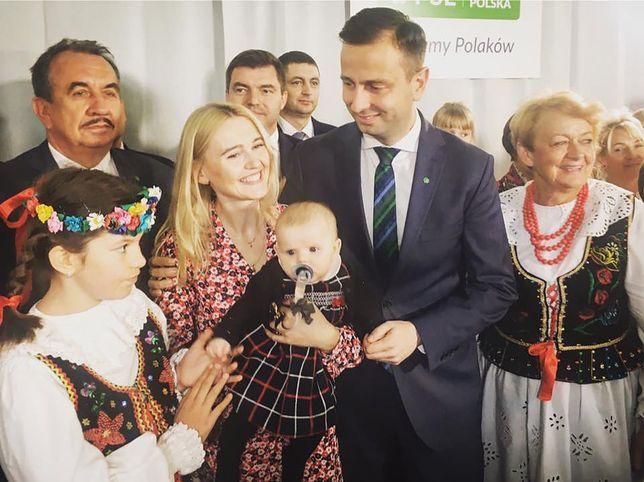Władysław Kosiniak-Kamysz jest kandydatem PRLw wyborach prezydenckich. Jego mocny atut w zdobywaniu sympatii wyborców to żona i urocza córeczka.