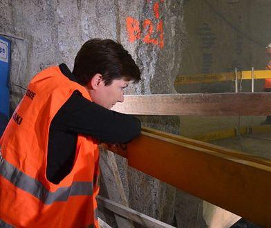 """Druga linia metra będzie otwarta bez torów i kilku stacji. """"Tunelami pojadą autobusy"""""""