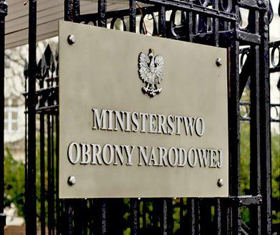 Samochód MON zderzył się w centrum Warszawy z autem osobowym