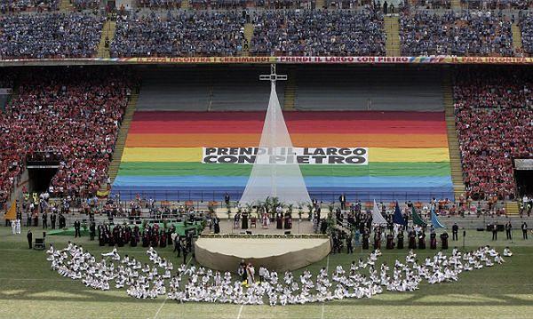 """Na stadionie San Siro papieża powitano jako """"trenera drużyny Kościoła"""""""