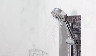 Brudną kabinę prysznicową łatwo domyć