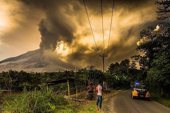 Sumatra. Kolejna erupcja wulkanu Sinabung. Słup popiołu sięgał ponad 5 km