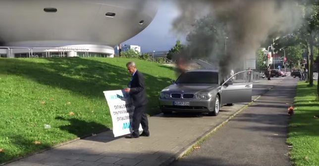 Przedsiębiorca walczy z gigantem podpalając auta