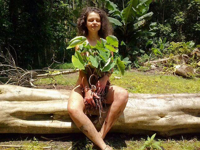 Hawajczycy są mocno związani z ziemią, słońcem, kosmosem i przejawia się to w ich pieśniach, kulturze, tradycji, obyczajach i powitaniu. Dużo jest w tym wzajemności, jedności z wszechświatem