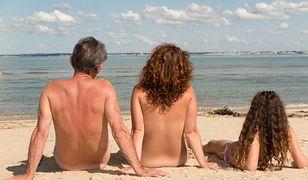 Opalanie nago to czasem ryzykowna sprawa. W niektórych krajach można zostać wyproszonym z plaży