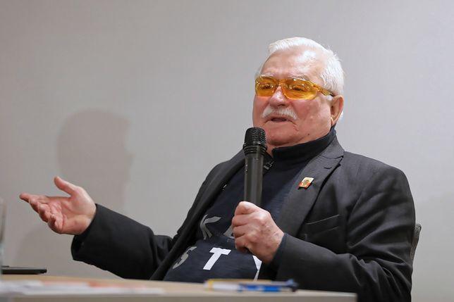 Lech Wałęsa spotkał się z dziećmi na korytarzu. Ale to nie podstawówka zawiniła