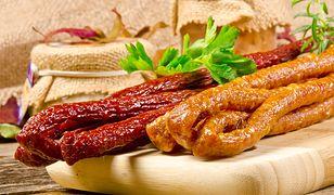 Najpopularniejsze polskie kiełbaski. Za co lubimy kabanosy?
