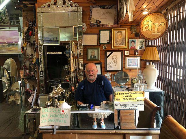 Pan Adam Rojewski od 27 lat prowadzi zakład szklarski. Teraz walczy o utrzymanie lokalu