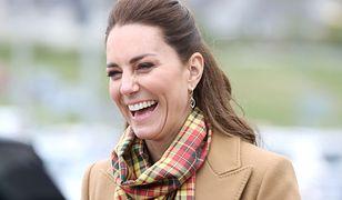 Księżna Kate w ulubionym płaszczu. Znów wszyscy patrzyli wyłącznie na nią