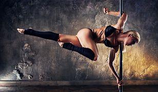 Pole dance - jak wyglądają i co dają zajęcia tańca na rurze?