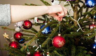 Nie tylko jednokolorowe, szklane kule Podpowiadamy, jak zmienić świąteczne drzewko