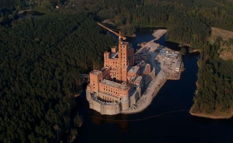 """Zamek w Stobnicy. Szef MSWiA: """"To przykład arogancji ludzi"""""""