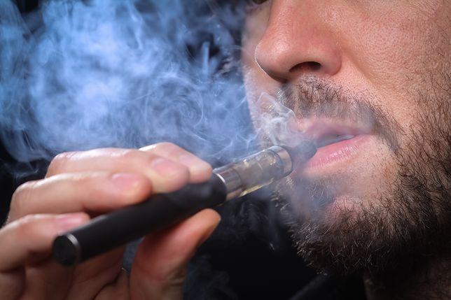 Amerykańska Agencja Żywności i Leków (FDA) potwierdza, że główną przyczyną zachorowań w USA jest używanie płynów pochodzących z niezweryfikowanych źródeł oraz ich modyfikowanie poprzez dodawanie np. THC