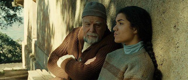 """Michael Lonsdale i Sabrina Ouazani w filmie """"Ludzie Boga"""""""