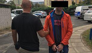Warszawa. Okradł mężczyznę na przystanku. Był poszukiwany listem gończym