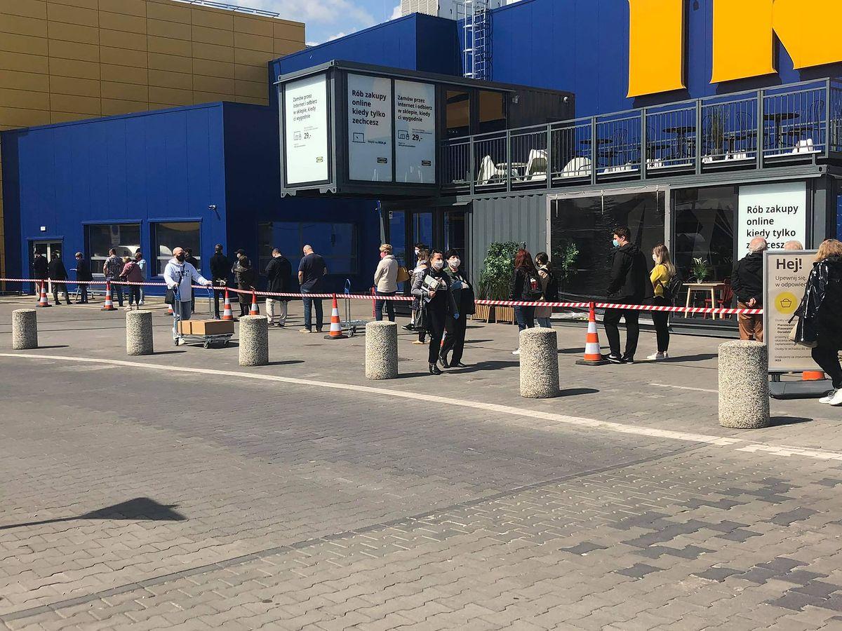 Odmrażanie gospodarki. Klienci masowo ruszyli do sklepów meblowych, tłumy przed Ikeą w Jankach