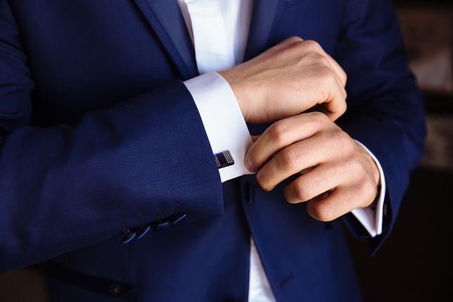 Każdy mężczyzna powinien mieć w swojej szafie przynajmniej jedną parę spinek do mankietów
