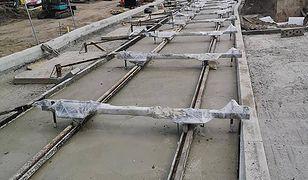 Budowa TAT nie zwalnia - zabetonowano kolejne fragmenty torowiska.