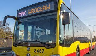 MPK Wrocław: w związku z koronawirusem autobusy i tramwaje kursują w zmienionym trybie, wprowadzono też limity pasażerów.