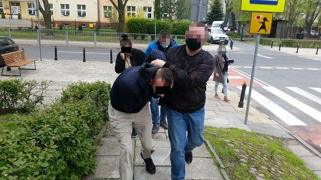 Warszawa. Zatrzymane przez policjantów osoby podejrzane o przestępstwa przeciwko mieniu