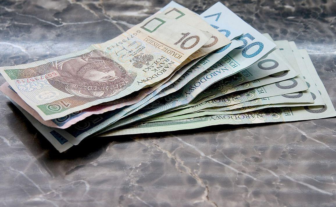 Wniosek o 500+. Banki wstrzymują możliwość składania, czekają na zmiany