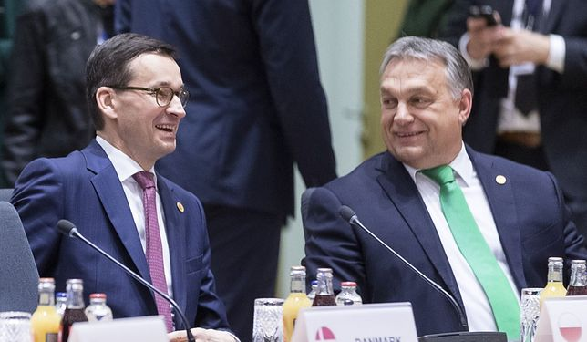 Mateusz Morawiecki i Viktor Orban podczas szczytu UE.