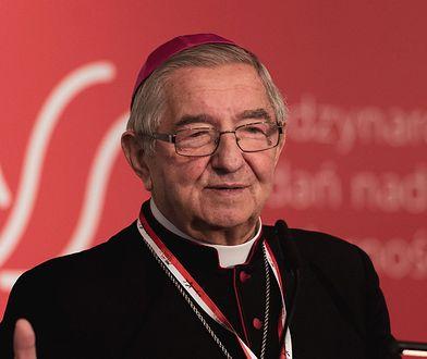 Arcybiskup Głódź został sołtysem. O. Gużyński mówi o skandalu