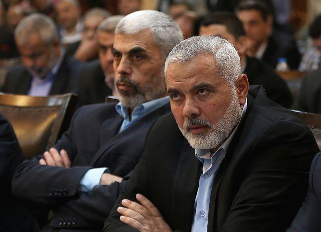 Od lewej: nowy lider Hamasu Yahya Sinwar i lider-senior Sheikh Ismaeil Haneiya
