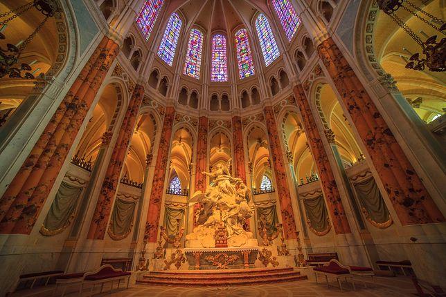 """""""Udekorowane, piękne i wystawione na ludzki podziw prostytutki znalazły honorowe miejsce w katedrze"""""""
