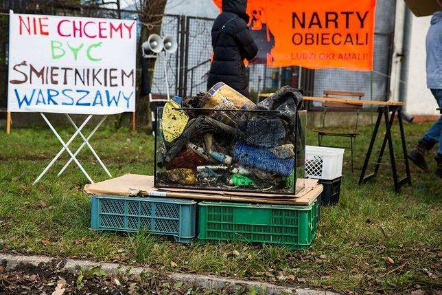 """""""Smród śmieci z Radiowa nie daje nam żyć!"""" - likwidacja wysypiska możliwa w 2016r."""